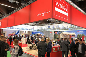Weiss Messestand Fensterbau Frontale