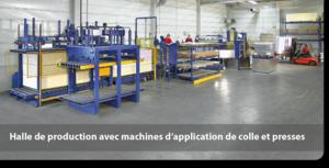 Halle de production avec machines d'application de colle et presses
