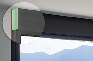 Panneaux sandwich thermiquement isolés pour l'élargissement de profilés dans la construction des fenêtres.